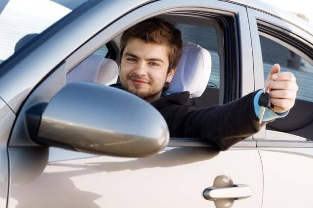 Noleggio auto giovani sotto 21 anni